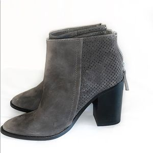 NWOB Steve Madden Replay Suede booties size 6.5